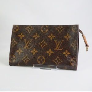•Auth Louis Vuitton Bucket Pouch 17•